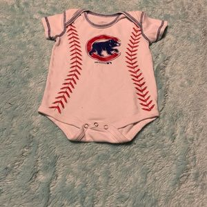 Boys Chicago Cubs clothes (2 items)